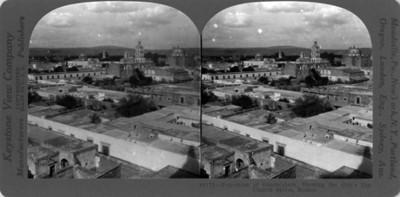 Panorámica de Guadalajara, sobresalen torres de iglesias