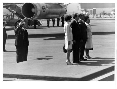 Luis Echeverría y esposa en ceremonia de bienvenida al Primer Ministro Canadiense