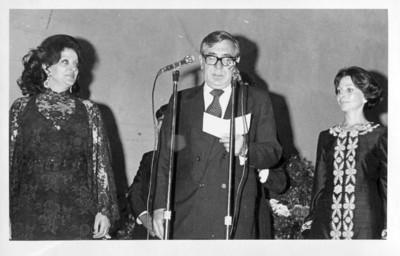 Santiago Roel García pronuncia discurso durante un evento