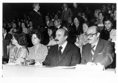 Subsecretarios observan la presentación de la Trova Yucateca en el auditorio de la SRE