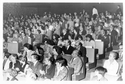 """Público aplaude durante """"presentación de la Trova Yucateca"""" en el auditorio de la SRE"""
