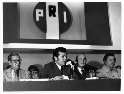 Porfirio Muñoz Ledo ofrece discurso durante evento de las 200 medallas en el Auditorio del PRI