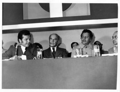 Porfirio Muñoz Ledo, Alfonso García Robles y Augusto Gómez Villanueva durante acto público