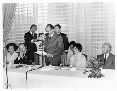 Luis Echeverría Álvarez lee discurso en comida celebrada en honor a Pierre Trudeau