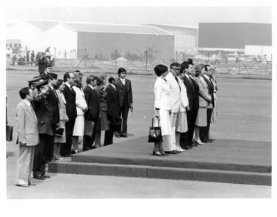 Honores para Adolfo Suárez, esposa y comitiva en el aeropuerto de México en su visita de Estado