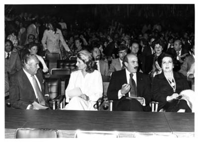 José Juan Ollloqui y Margarita López Portillo sentados durante concierto en el salón Juárez de la S.R.E.