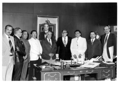 Secretario de Relaciones exteriores reunido en su oficina con miembros de la Confederación Nac. Ganadera
