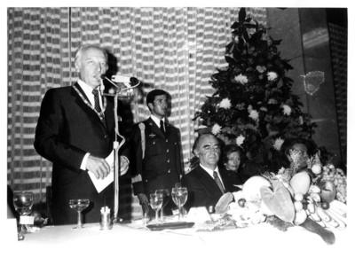 Walter Scheel pronuncia discurso durante cena en su honor