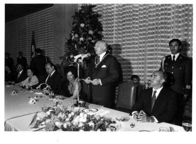 Walter Scheel dirige mensaje a invitados a la cena realizada en su honor