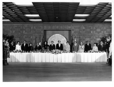 Presidentes de México y España durante banquete ofrecido en la S.R.E.