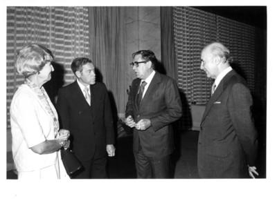 Santiago Roel conversa con C. Maxwell Stanley, su esposa y Alfonso García Robles en interior de la Secretaría de Relaciones Exteriores