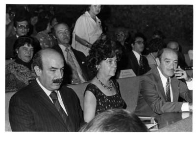 María Teresa Téllez acompañada por José Juan de Olloqui y Luis de la Hidalga