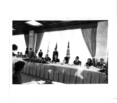 Augusto Gómez Villanueva presidente en turno del Parlamento Latinoamericano, toma la palabra en el banquete oficial