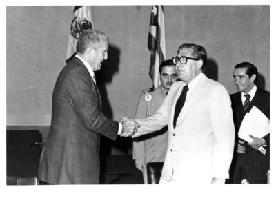 José Ramón Fernández Alvárez saluda a Santiago Roel durante inauguración de la III Reunión de la Comisión Mixta México-Cuba