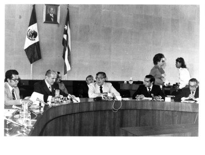 Santiago Roel acompañado de varios funcionarios en la sala magna de la SRE durante la III Reunión de la Comisión Mixta México-Cuba