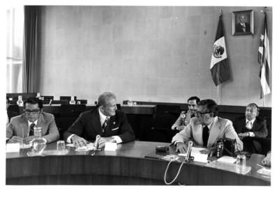 José Ramón Fernández Alvárez y Santiago Roel conversan durante la III Reunión de la Comisión Mixta México-Cuba
