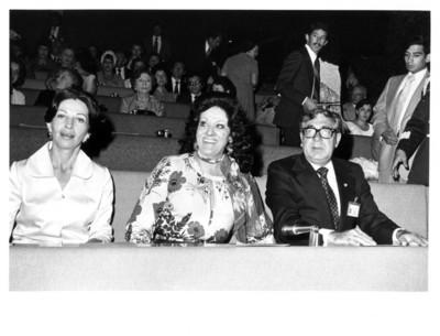 Gloria Rodríguez de Roel, Carmen Romano de López Portillo y Santiago Roel presencian concierto de la pianista Olga López en la Secretaría de Relaciones Exteriores