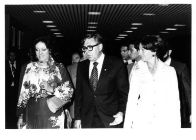 Carmen Romano Nölck de López Portillo acompañada por los esposos Roel durante concierto efectuado en la Secretaría de Relaciones Exteriores