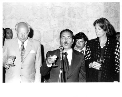 Eliseo Jiménez Ruíz pronuncia discurso junto a Walter Scheel y su esposa durante cena