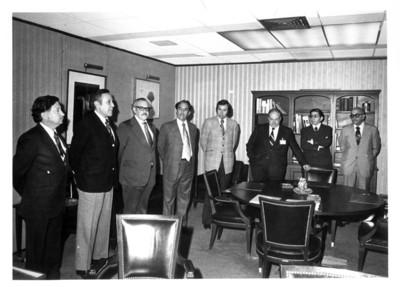 Rodolfo Salazar Cavazos se reune con varios funcionarios en su oficina