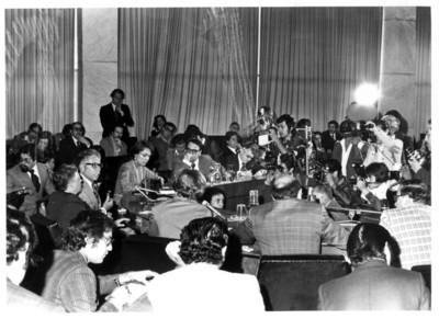 Gustavo Díaz Ordaz ofrece conferencia de prensa en el interior de la Secretaría de Relaciones Exteriores