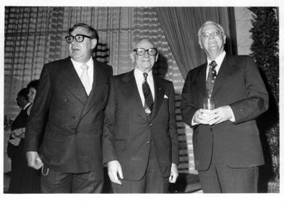 Santiago Roel junto al Dr. Armand Hammer y otro invitado, en recepción ofrecida por la Secretaría de Relaciones Exteriores