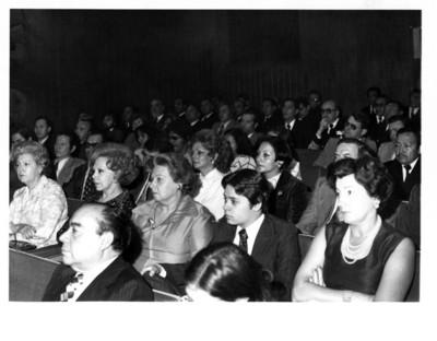 Asistentes a la conferencia ofrecida por el embajador Sergio González Gálvez