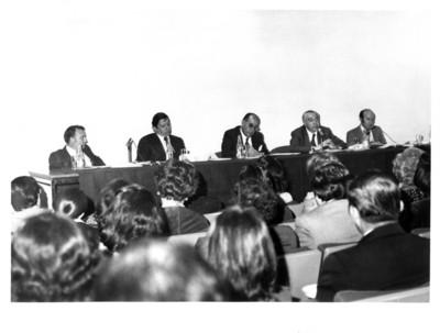 Funcionario del Instiuto Matías Romero pronuncia un discurso