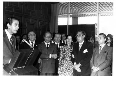Joaquín Gamboa Pascoe, Santiago Roel y su esposa, escuchan discurso en la 3° Reunión Conjunta del Parlamento