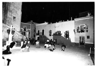 Niños y jóvenes actúan durante entremés cervantino en la explanada de San Roque