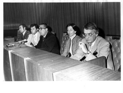 Santiago Roel junto a dirigentes del sindicato de la Secretaría de Relaciones Exteriores