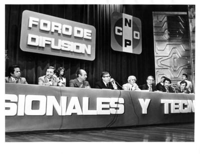 """José Andrés de Oteyza, Santiago Roel y Jorge Díaz Serrano presiden mesa de """"foro de difusión de la CNOP"""""""