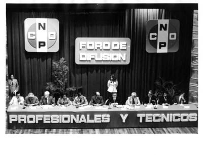 """Miembros de la CNOP reunidos con Santiago Roel, el """"Foro de Difusión"""" de """"Profesionales y Técnicos"""""""
