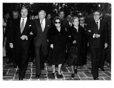 Santiago Roel camina junto a comitiva en conmemoración del XXIII aniversario luctuoso del General Manuel Ávila Camacho