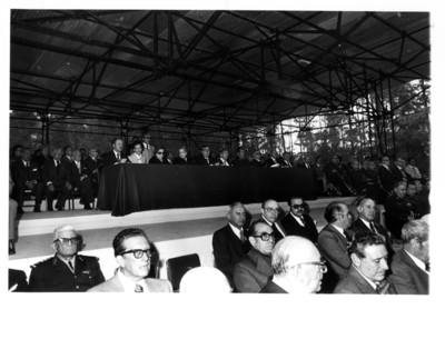 """Miguel Alemán sentado junto a Santiago Roel en mesa que presidió la """"XXIII ceremonia luctuosa del General Manuel Ávila Camacho"""""""