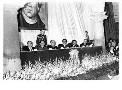 José lópez Portillo junto al gobernador Carlos Torres Manzo y Santiago Roel en mesa de honor, gira presidencial por Michoacán