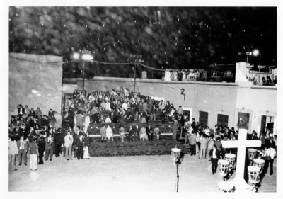 Juan Carlos I y Sofía presencian representación teatral en la plaza en la plaza de San roque, Guanajuato