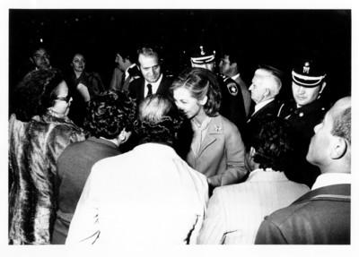 La Reina Sofía de Grecia y Dinamarca saluda a personas durante su visita a Guanajuato