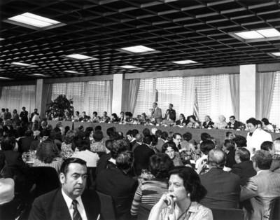 López Portillo habla ante invitados durante comida ofrecida al Presidente de E.U.A.