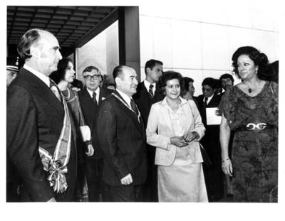 López Portillo y Carmen Romano reciben al presidente de el Salvador Humberto Romero junto con su esposa en la Secretaría de Relaciones Exteriores