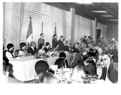 Carlos Humberto Romero pronuncia discurso durante comida en su honor