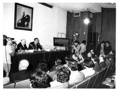 Santiago Roel pronuncia discurso durante inauguracion de auditorio en el Instituto Matías Romero