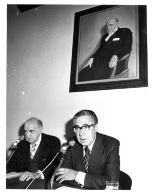 Santiago Roel y Rafael de la Colina durante discurso de inauguración de auditorio en el Instituto Matías Romero
