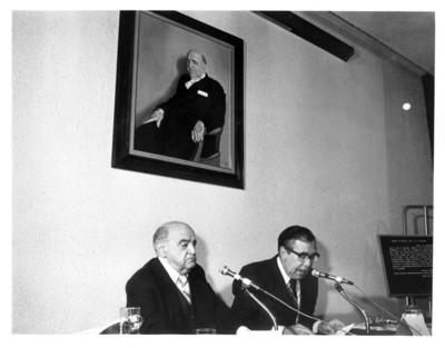 Santiago Roel dirige unas palabras durante homenaje al embajador Rafael de la Colina y Riquelme
