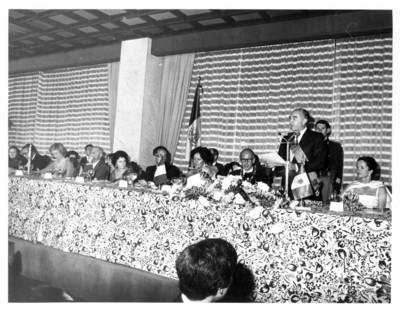 José López Portillo pronuncia discurso durante cena ofrecida al presidente de Francia y su esposa