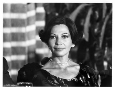 Gloria Rodríguez de Roel porta vestido y joyería, retrato