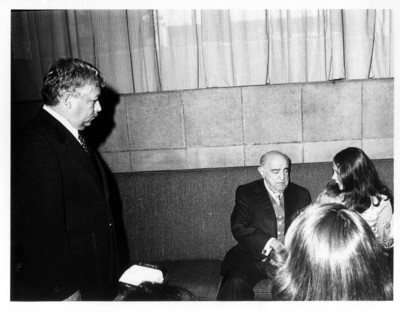 Rafael de la Colina sentado junto a la periodista Patricia Damean