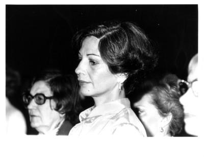 Gloria Rodríguez de Roel de perfil durante homenaje al embajador Rafael de la Colina en la Secretaría de Relaciones Exteriores