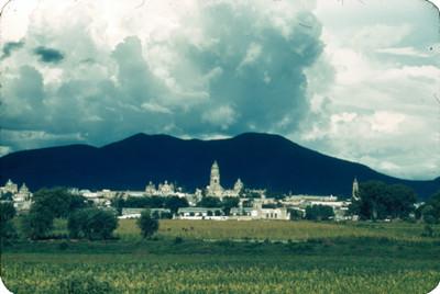 Ciudad vista desde la carretera a Quiroga