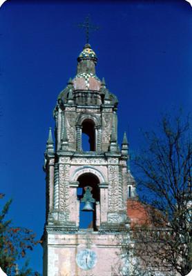 Torre de la iglesia, vista frontal